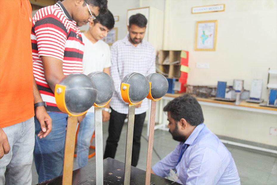 Earthquake-Engineering-Laboratory-01