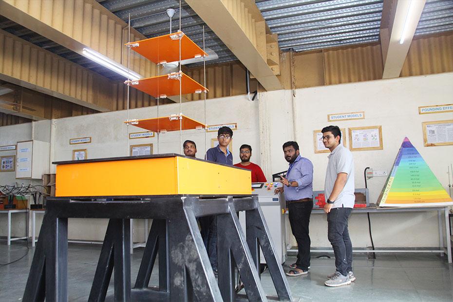 Earthquake-Engineering-Laboratory-05