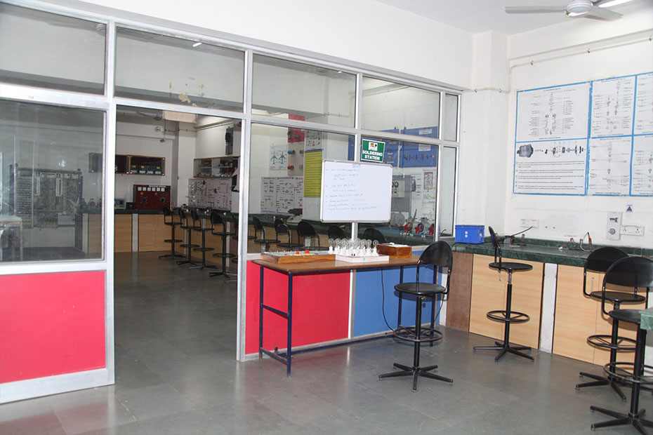 indus-university-avionics-01