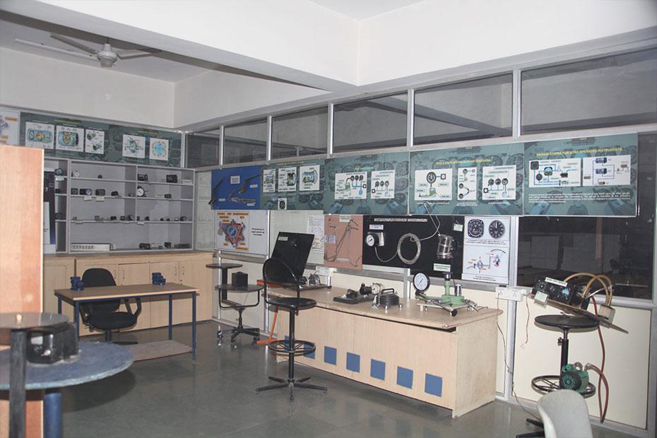 indus-university-avionics-02